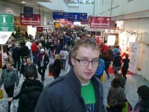 Jonathan på mässan, mycket folk!