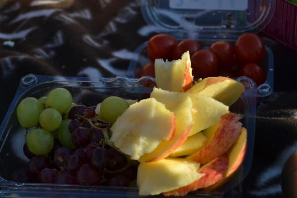 Vindruvor, äppel åt vi med blåmögelost och tuc-kex. Har lärt mig äta blåmögelost nu på semestern, och det är ju riktigt gott (om man inte luktar på den!)
