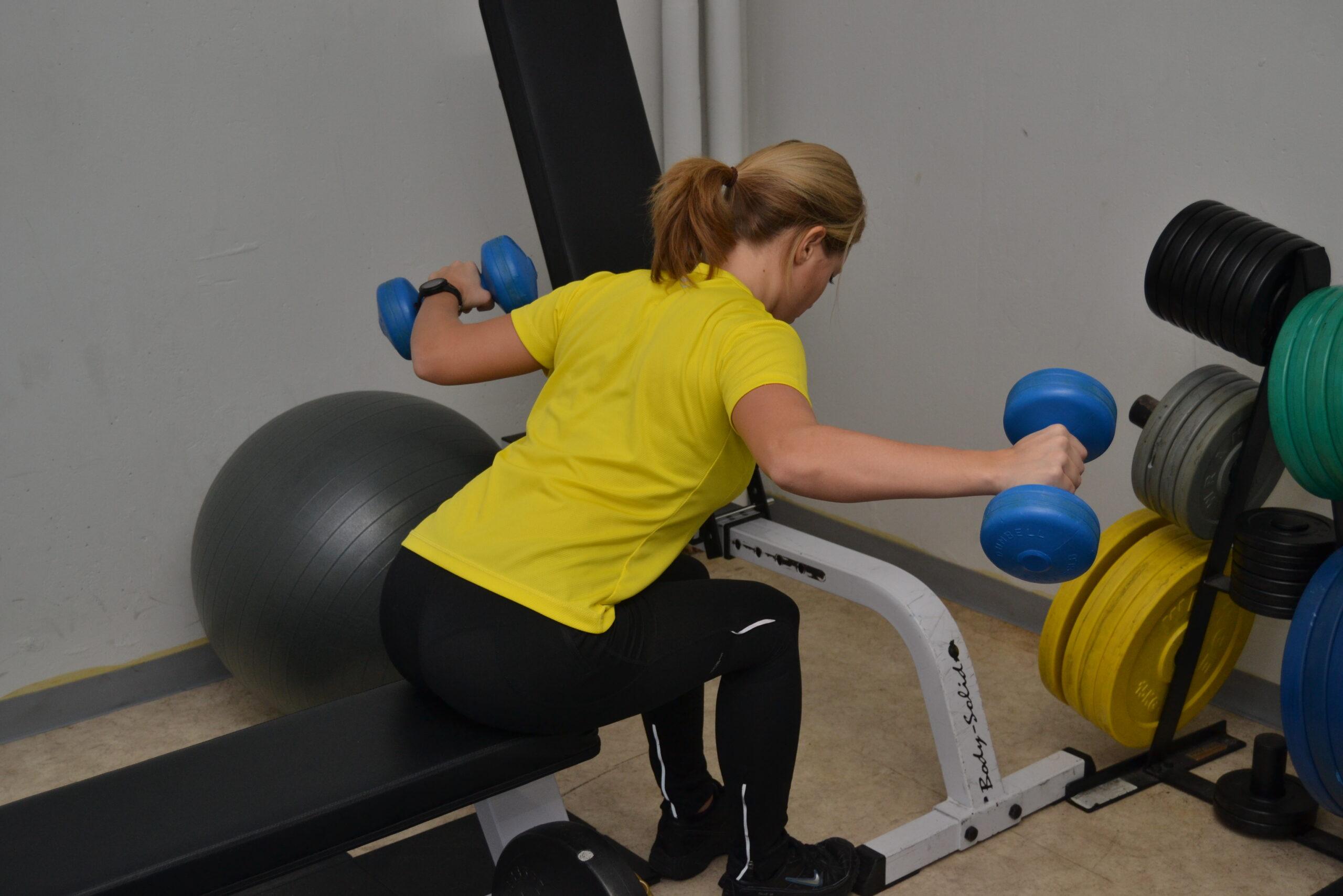 Dagens övning: Träna baksida axlar för en god hållning