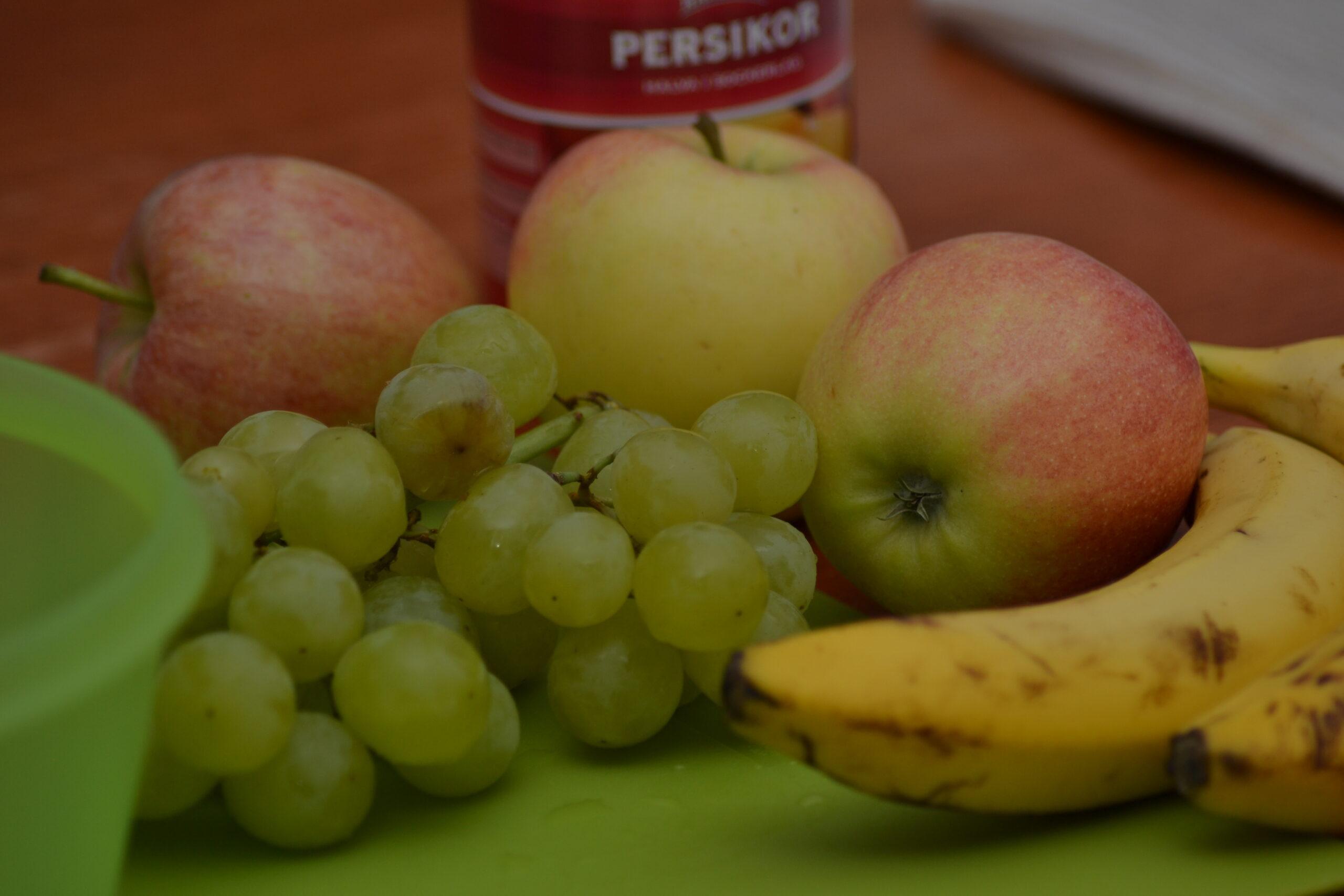 Tjejkväll och fruktsallad