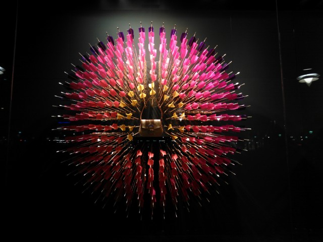 En bild jag fotade med min lumia igår i Luis Vuittons skyltfönster.