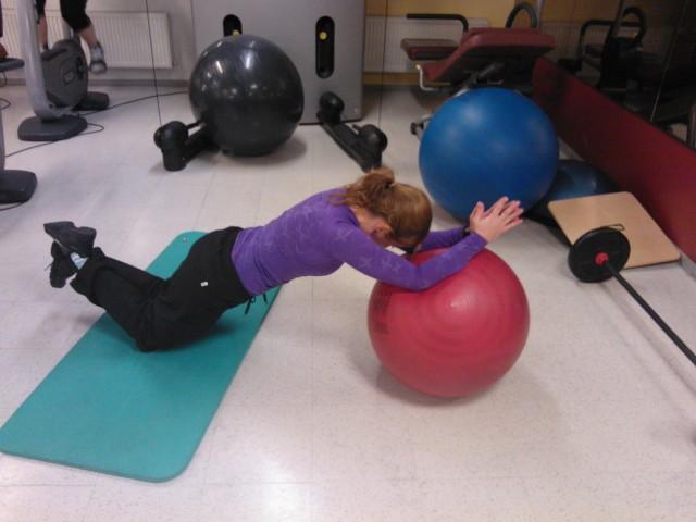 Magträning med pilatesboll