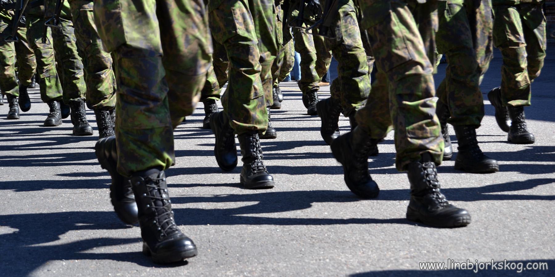 Militärer och träning på hinderbana
