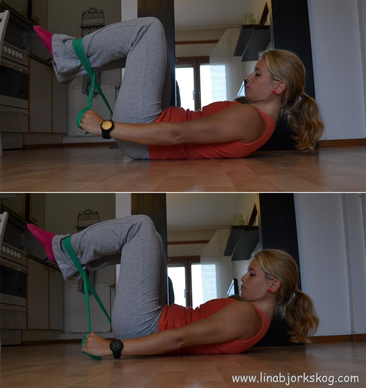 Träna magmuskler med gummiband