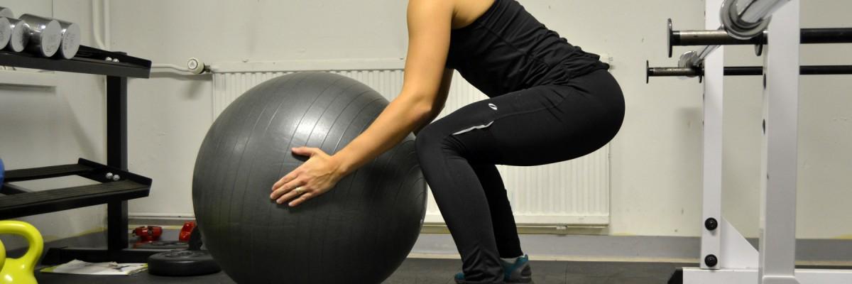 Övningar för rumpa med pilatesboll
