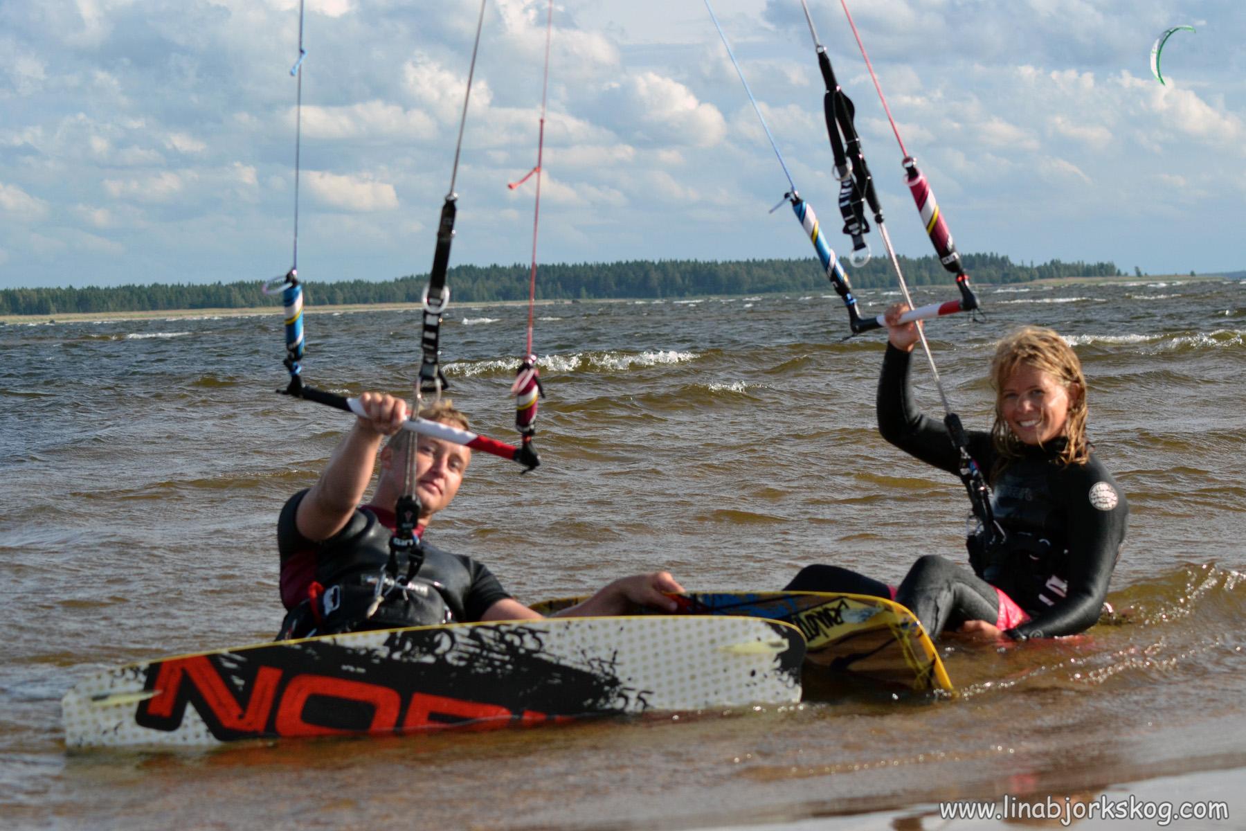 Lohtaja kitesurfing med älskling