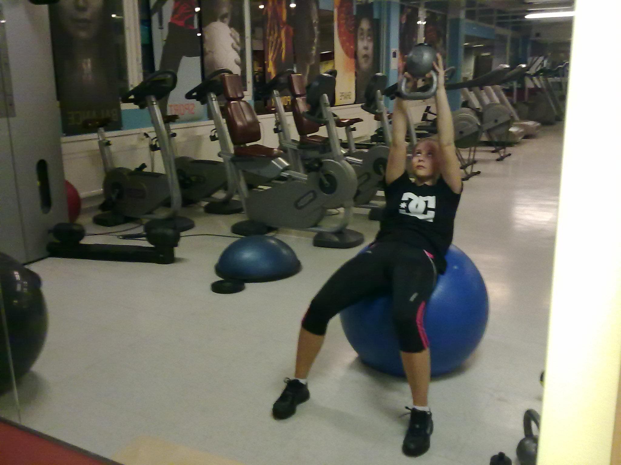 Tränar man för magrutor ska man jobba med raka magmuskeln, och satsa på få upprepningar med motstånd.