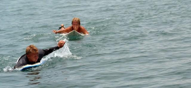 surfing paddlande