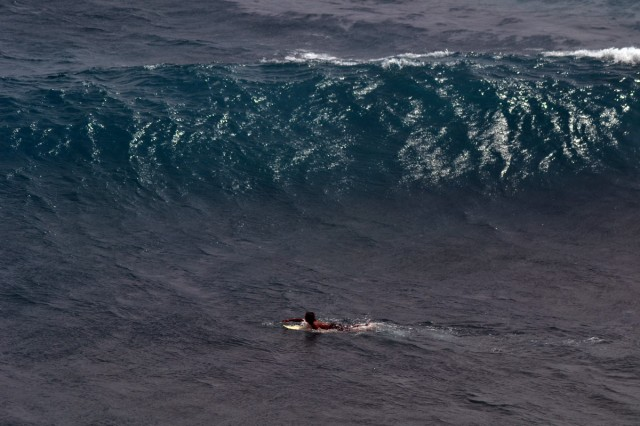 vågLivet går i vågor, men vågorna kan tacklas genom att tänka positivt. Jag ska klara det!