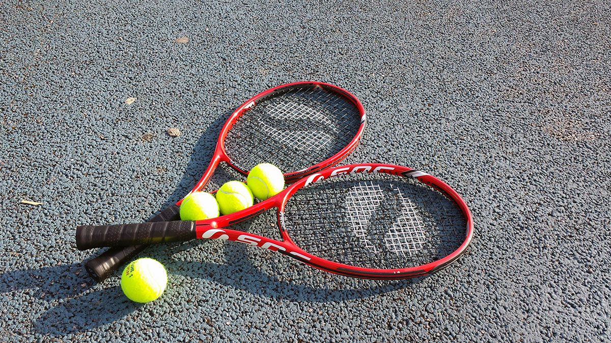 Tennis i varmt sommarväder