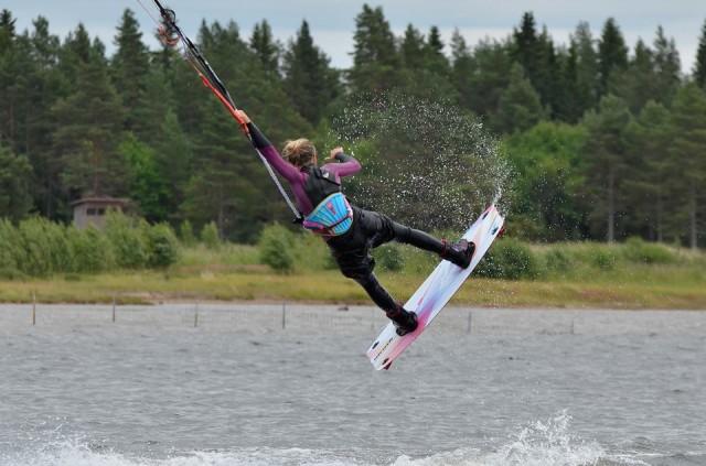 Kitesurfing raley to blind