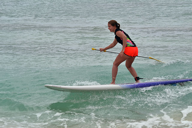 SUP och surfing i Sal Reis vågor