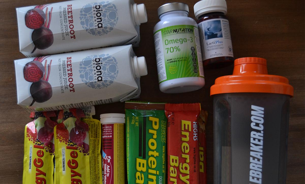 En låda kommer lastad med kosttillskott