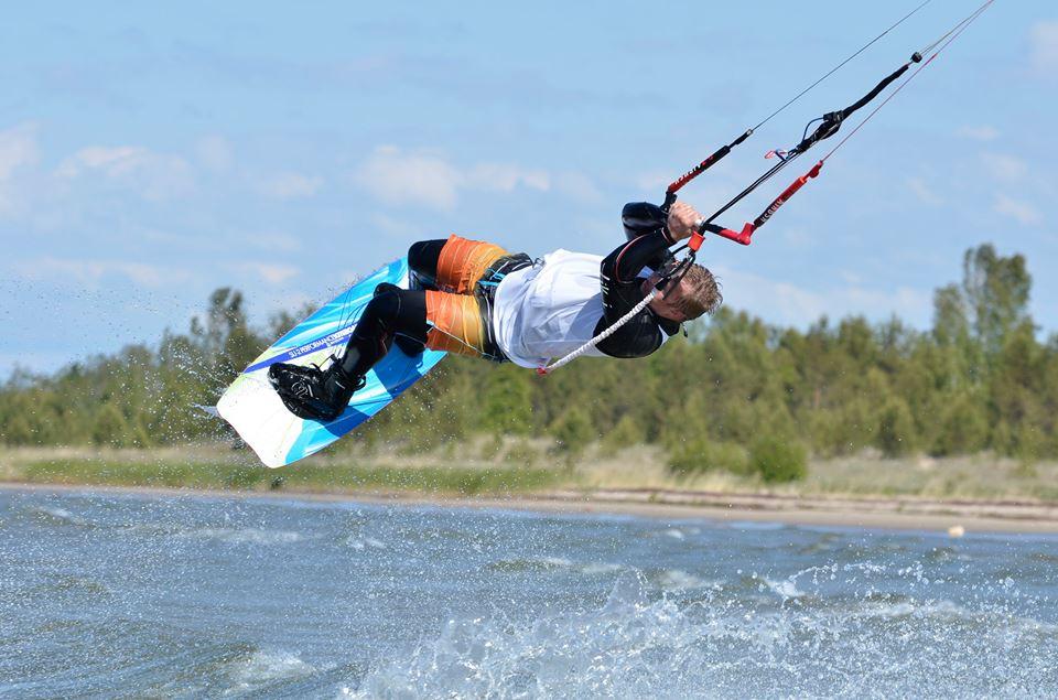 Bilder från en riktigt bra kitesurfinglördag i Storsand