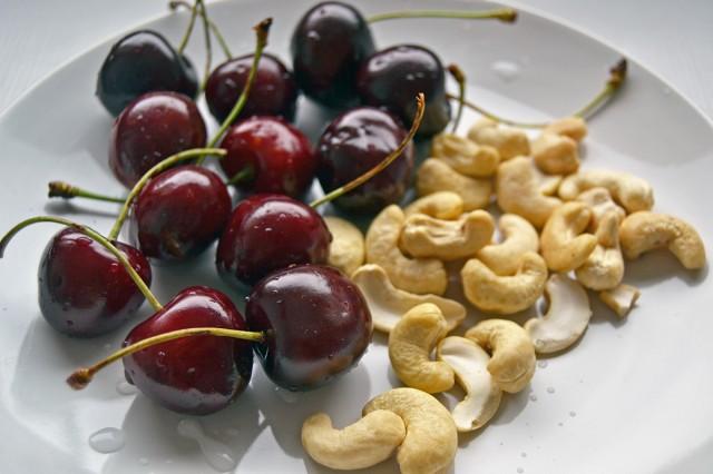 mellanmål körsbär och cashewnötter