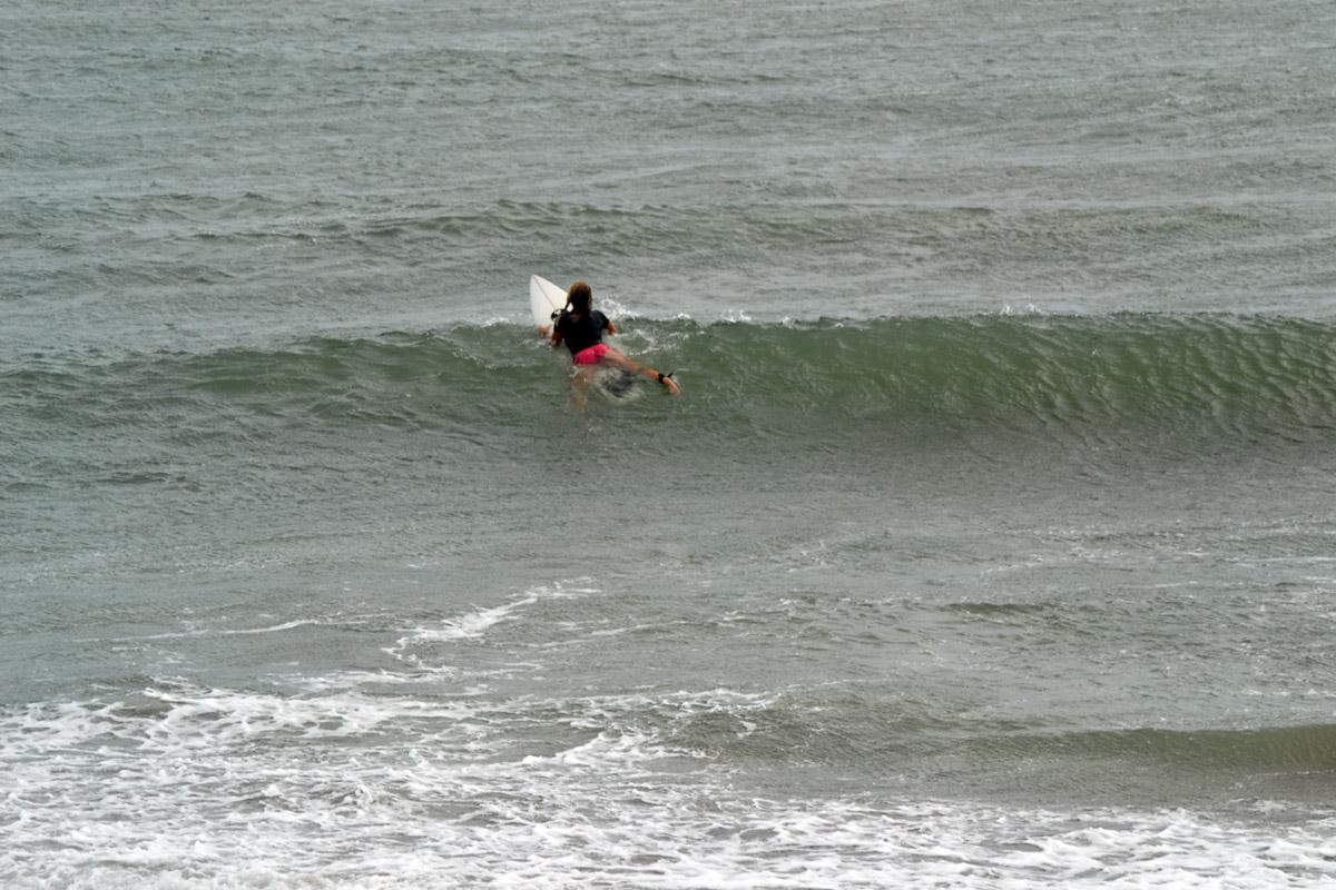 Träning på att dyka och hålla andan för surfing