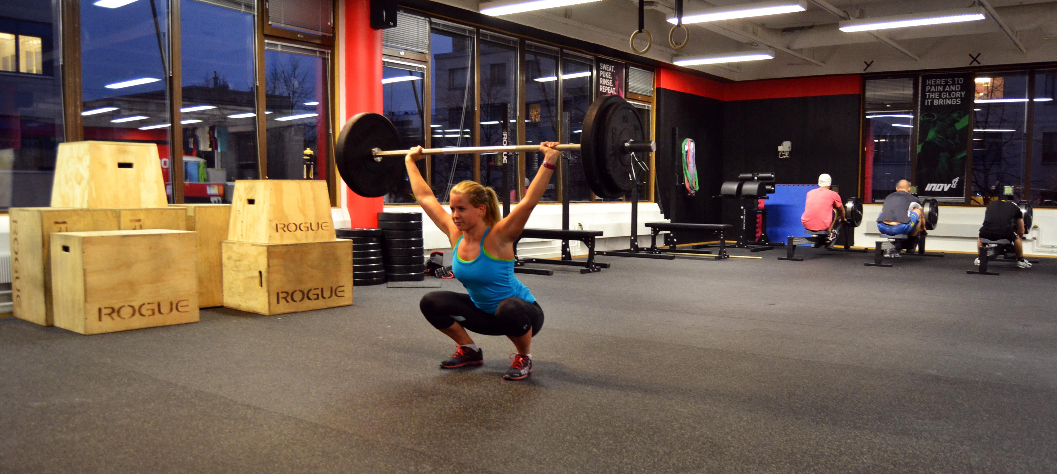 I overhead squat (ryckböj) måste jag alltid värma upp mina handleder innan träningen.