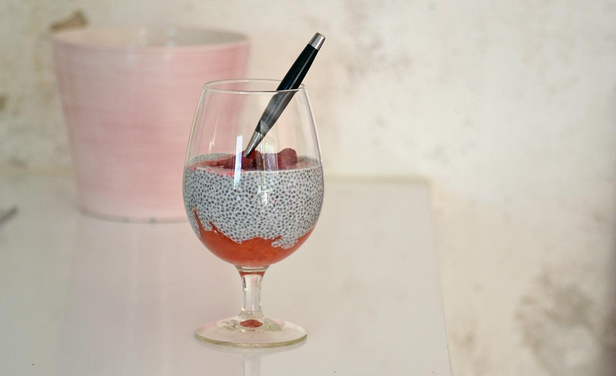 Favoritmellanmålet: Chiapudding med hallon och grape