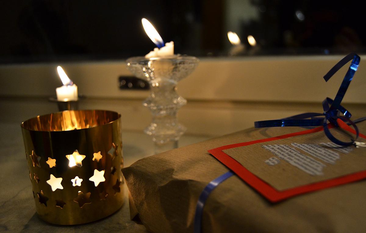 Julklappar och massor med tända ljus - jag älskar december!