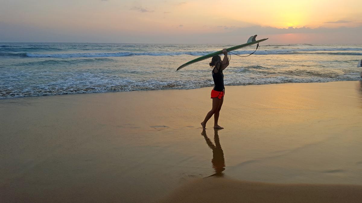 hikkaduwa surfing
