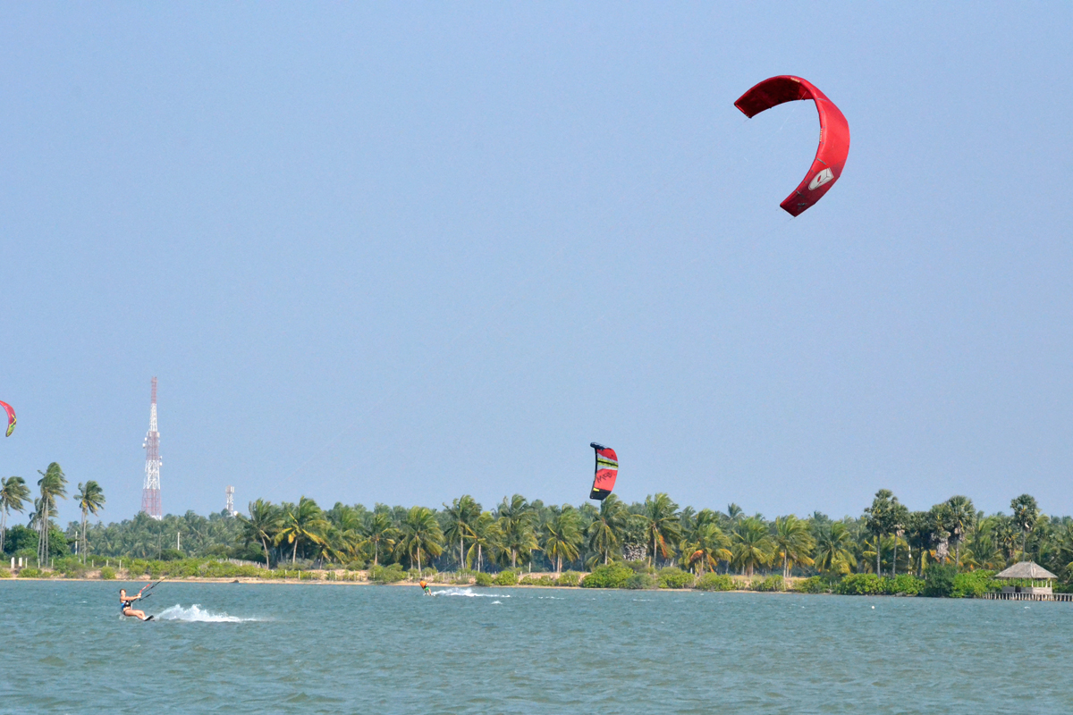 kitesurfing kalpitiya
