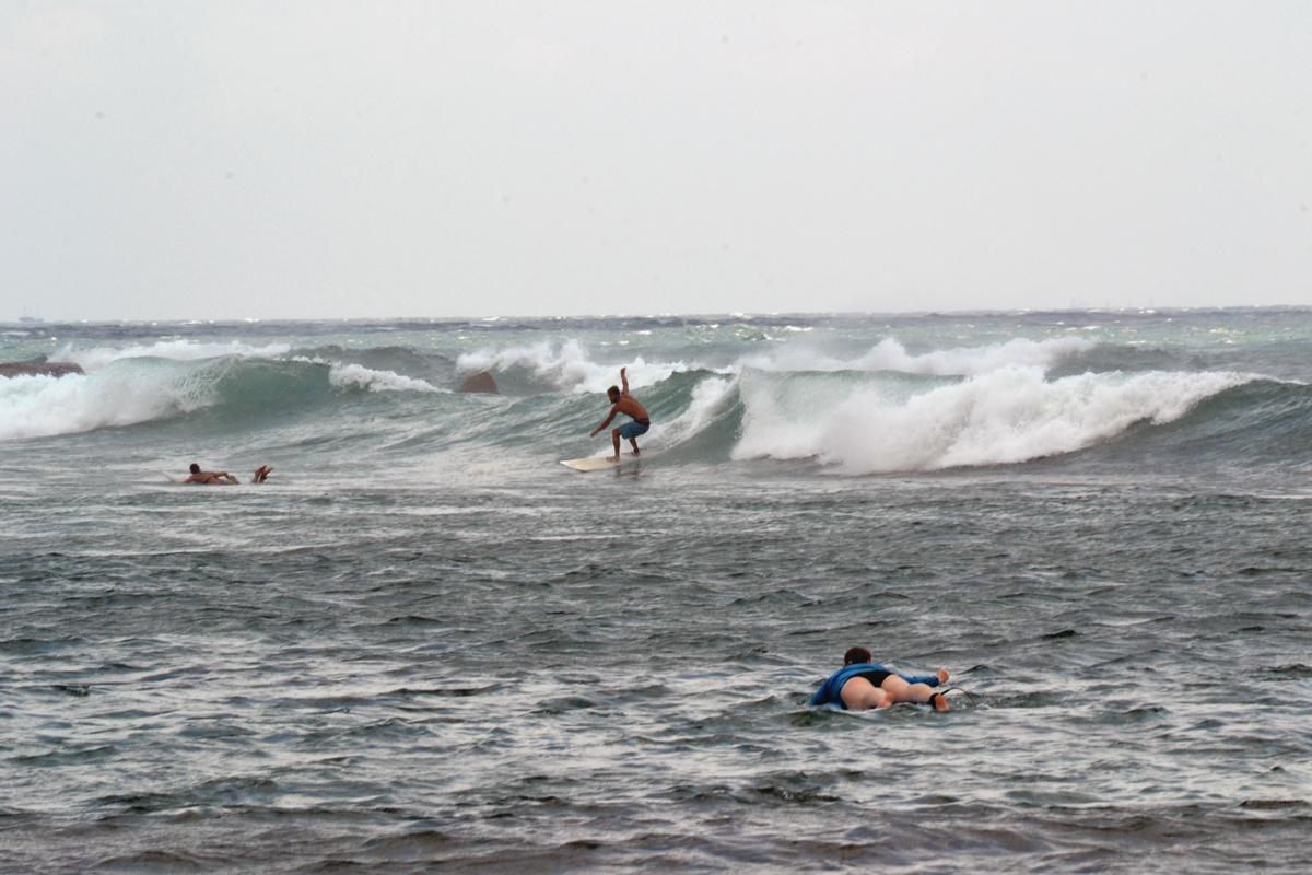 Vågsurfing i Mirissa