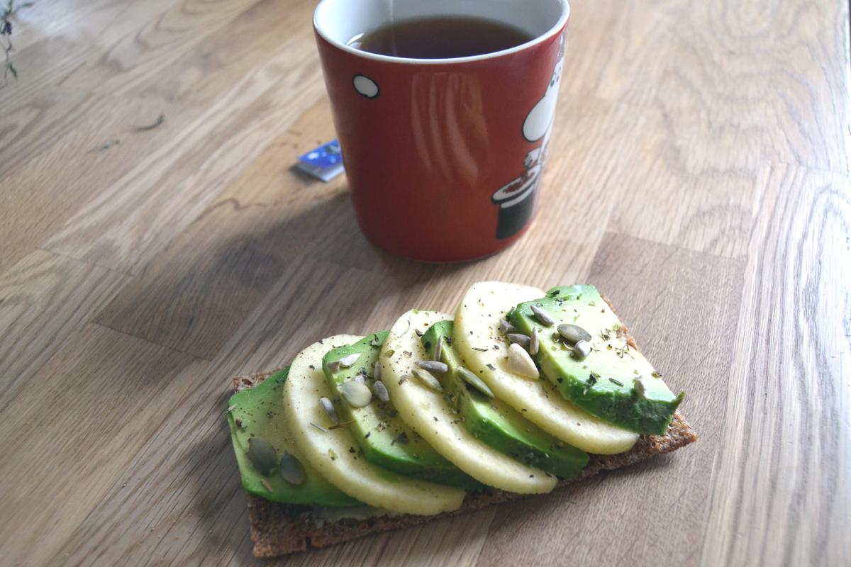 avocado och äpple mellanmål