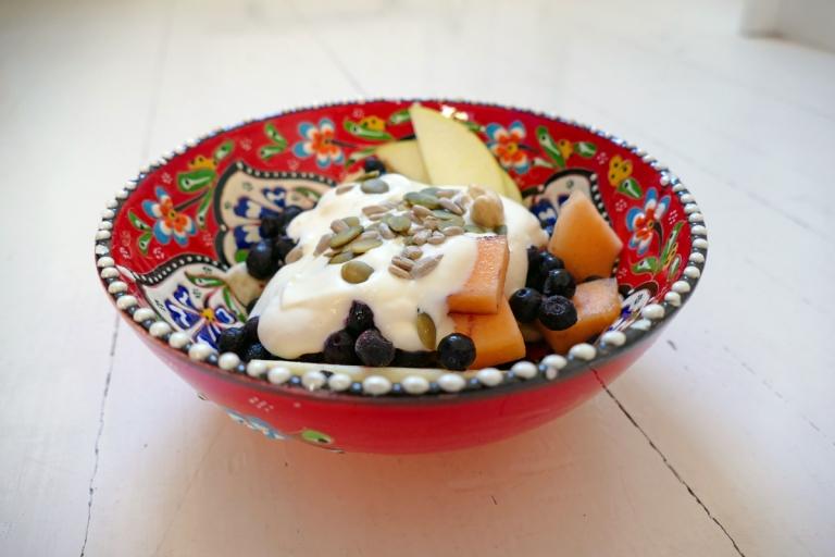 Mellanmålstips: Klassisk fruktsallad med grädde