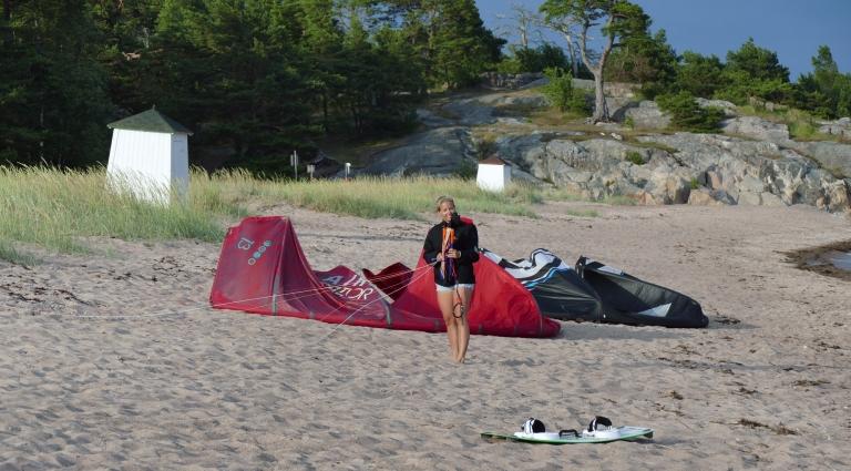 Kitesurfing i härligt sommarväder