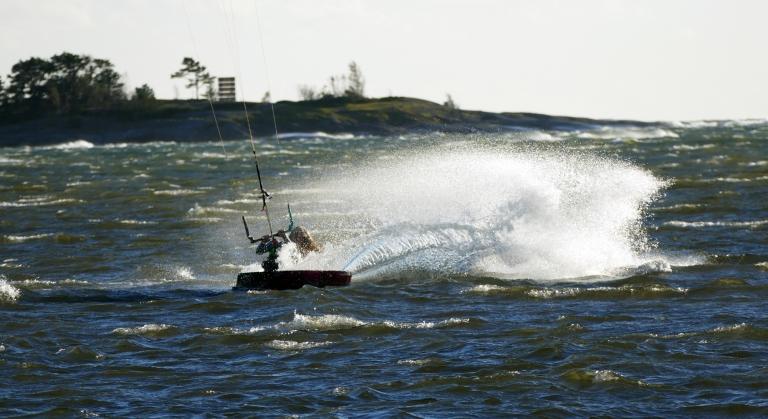 Uppladdning med kitesurfing inför terränglopp