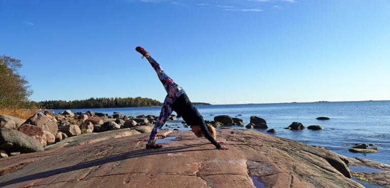 Yoga + styrketräning = Fullpott! Övningar i video