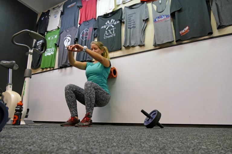 Knäböj med pilatesboll: För dig som är gravid / har ont i rygg, höft eller knän