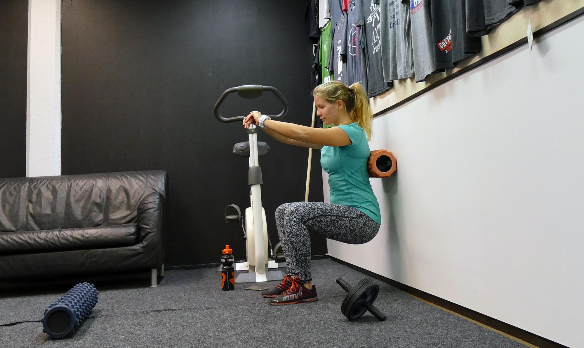 knaboj-med-pilatesboll-gravid-ont-i-hoft-rygg-knan
