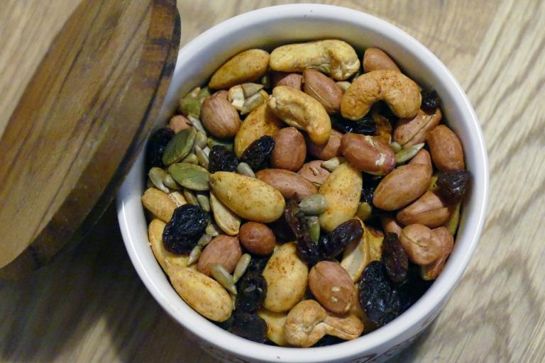 Lucka 19: Rosta och krydda nötter till julen