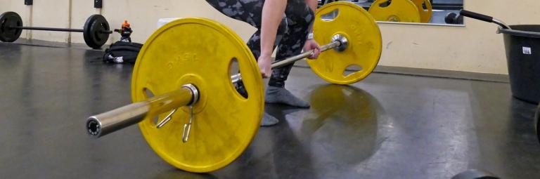Gymprogram 45 minuter för helkroppsstyrka och puls