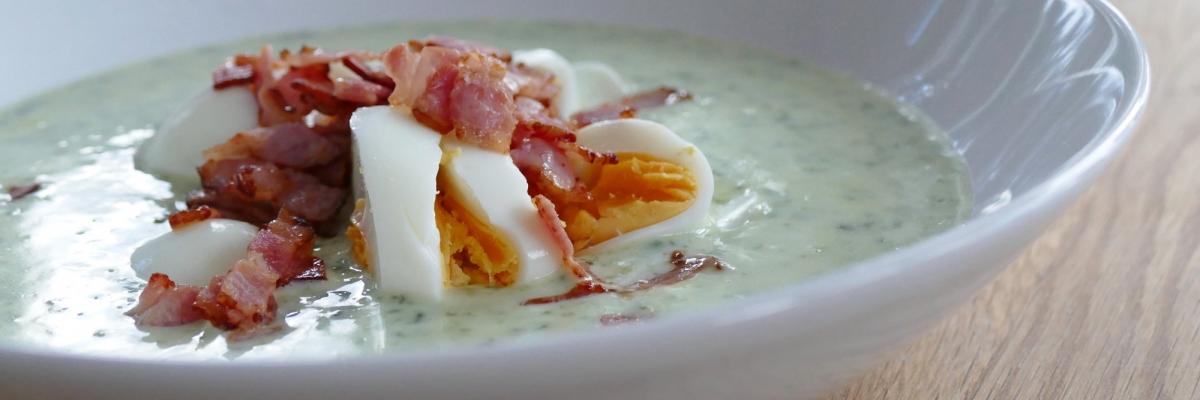Spenatsoppa med ägg & bacon – snabb och nyttig vardagsrätt