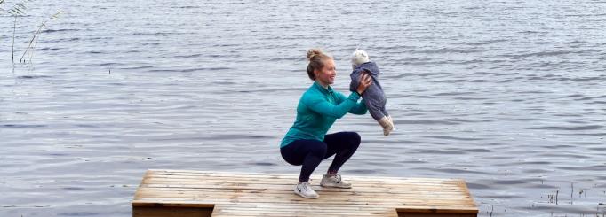Träna med bebis som vikt – 16 bra övningar att träna tillsammans