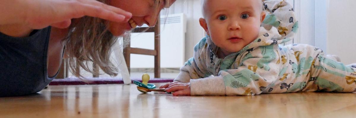 3 bra coreövningar att göra hemma – inspireras av bebisen!
