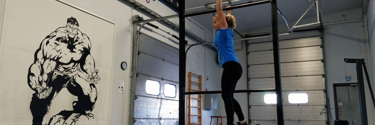 Träningsprogram på gym med monkey bars