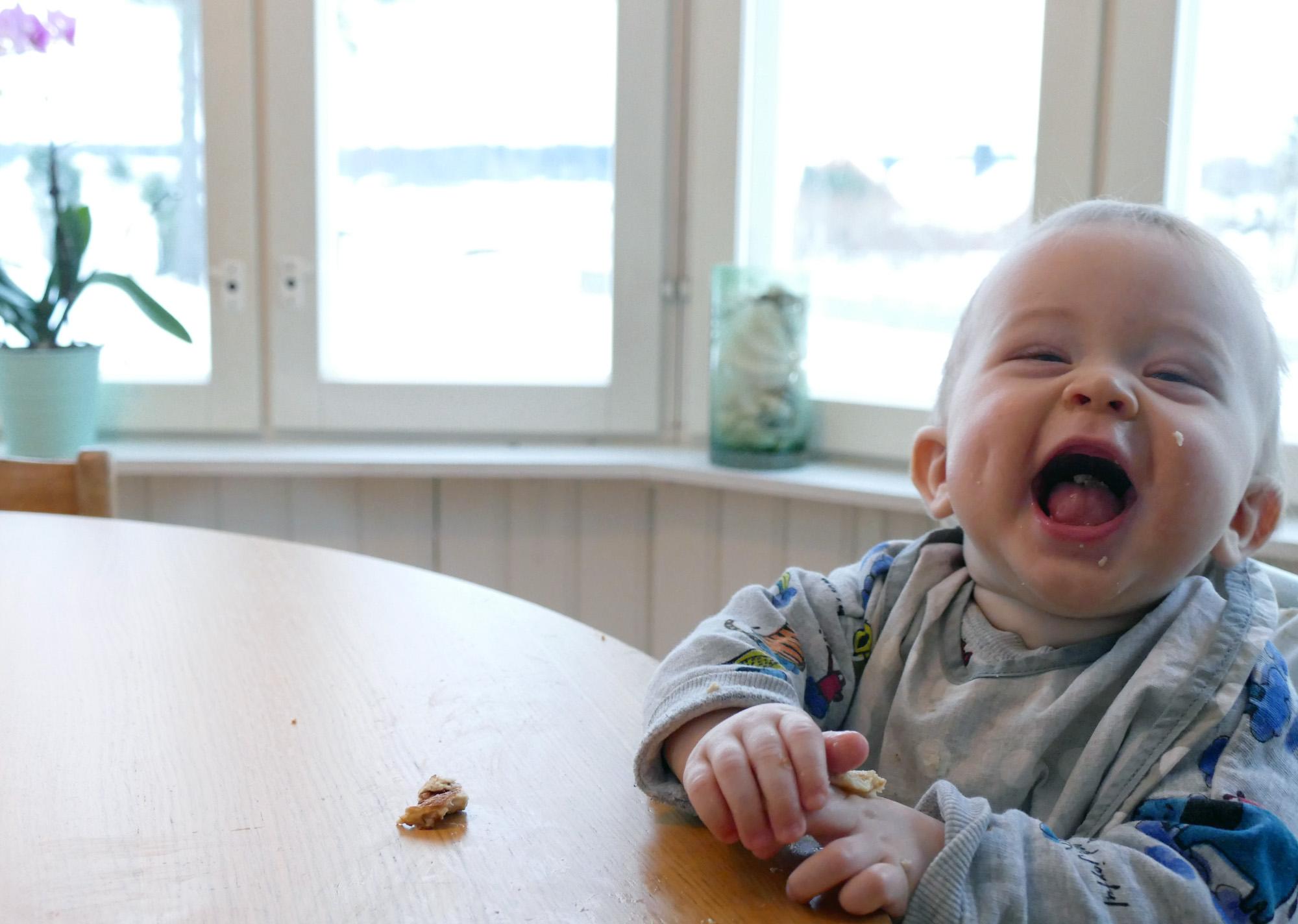 arthur äter potatisplättar