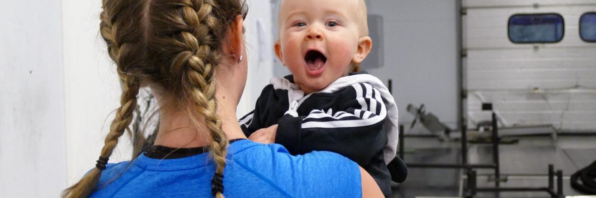 Hur få träningen gjord med bebis? Mina bästa tips hur du kan träna t.o.m. varje dag