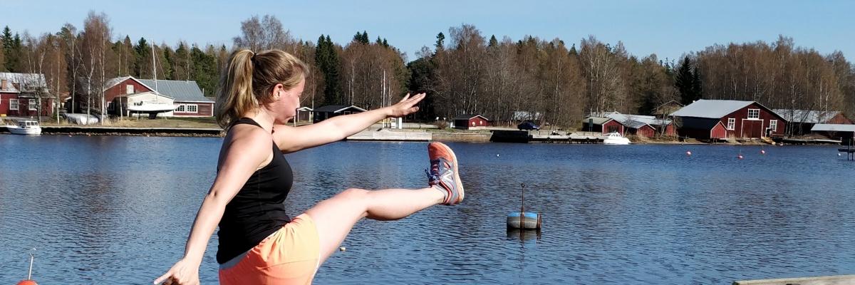 Träna utomhus utan redskap – 4 övningar och 15 minuter