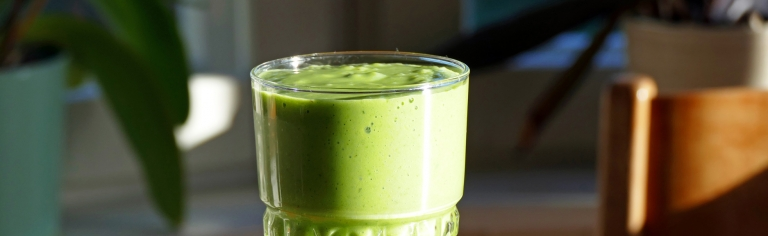 Ljuvlig smoothie med spenat och mango: en grön vitaminbomb!