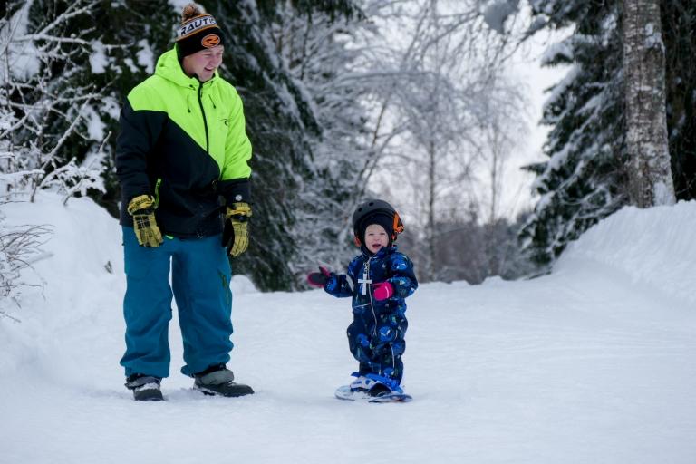 Arthur 1 år åker snowboard