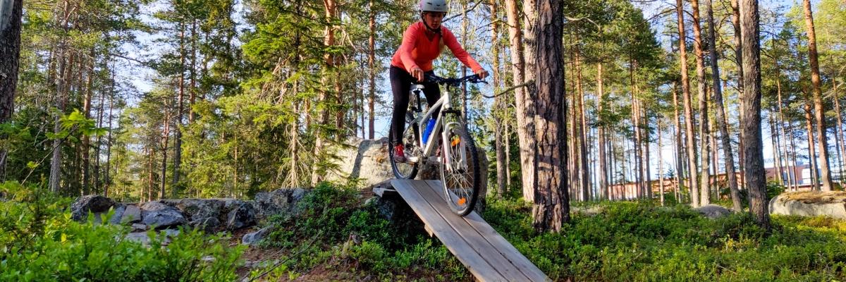 En kväll på mountainbike-bana i Larsmo