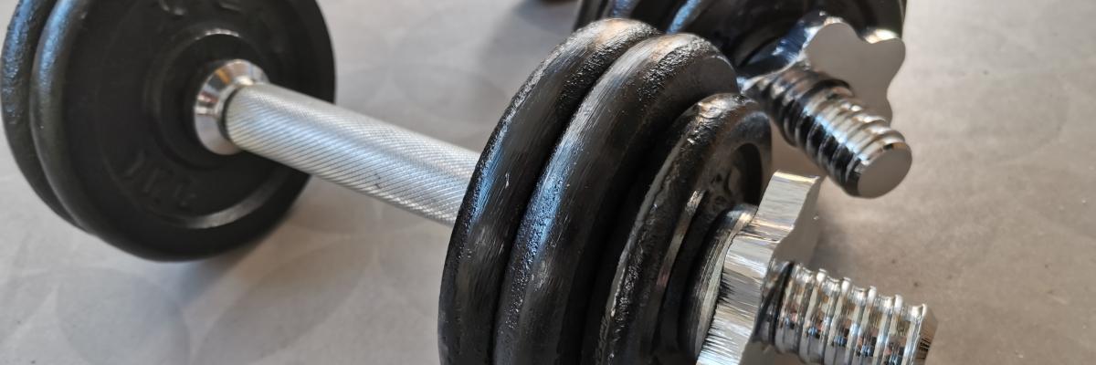 Hemmaträning med hantlar – 45 min träningspass