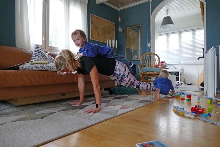 Träna hemma med barn – tips på 3 roliga övningar